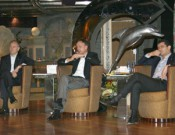 v.lks.: Norbert Stiekema, Executive Vice President Sales & Marketing von Costa, Michael Thamm, CEO der Costa Group und Costa Crociere President Gianni Onorato arbeiten an der Marke Costa